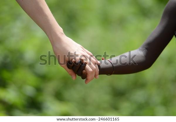 Zusammengehörigkeit und Nein zu Rassismus - Frieden auf der Erde Symbol
