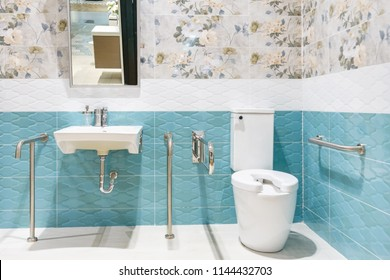 Toilet for the elderly and the disabled.It have two-sided handle for support the body and slip protection. Safety public toilet.