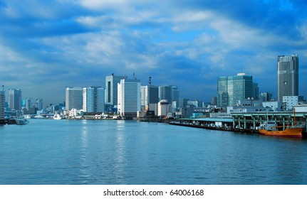 Tokio a kind on a city from the sea