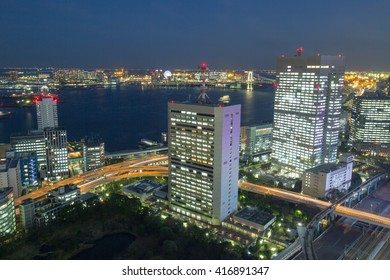 Tokyo of the building and the night view with a view of the sea.