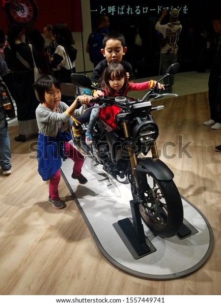Tokyo/ Japan - 2019 10 29: A New Model with kids At The Tokyo Motor Show.