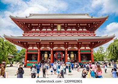 Tokyo, Japan - August 6th, 2018: People at the gate of Asakusa's temple of Sanso-ji
