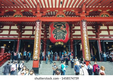 TOKYO, JAPAN - MAY 10 : Crowded people visiting to Sensoji temple (Asakusa temple) the famous and oldest temple in Tokyo on May 10 , 2019 in Tokyo, Japan