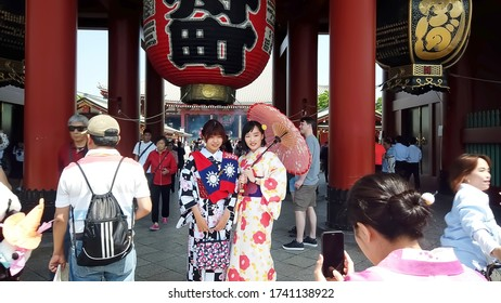 TOKYO, JAPAN - MAY 10 : Tourist wear traditional Kimono take picture with giant red lantern at Sensoji temple (Asakusa temple) the famous and oldest temple in Tokyo on May 10 , 2019 in Tokyo, Japan