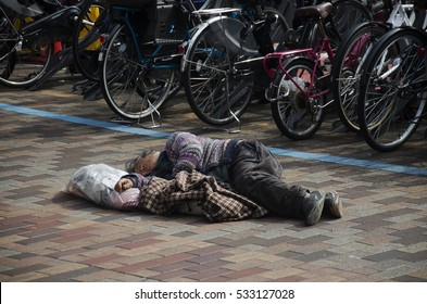 TOKYO, JAPAN - OCTOBER 21 : Japanese vagabond people sleeping on street in public park in morning time at shinjuku district on October 21, 2016 in Tokyo, Japan