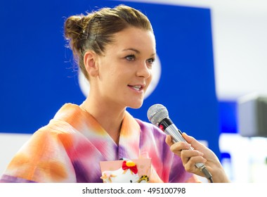 TOKYO, JAPAN - SEPTEMBER 20 : Agnieszka Radwanska talks to fans at the 2016 Toray Pan Pacific Open WTA Premier tennis tournament