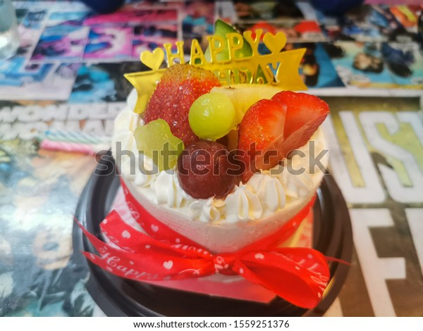 Sensational Tokyo Japanese Fresh Fruit Birthday Cake Stockfoto Nu Bewerken Personalised Birthday Cards Epsylily Jamesorg