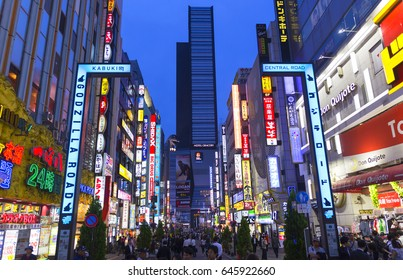 TOKYO - MAY 12 : Entrance to Shinjuku's Kabuki-cho district MAY 12, 2017 in Tokyo, JP. The area is a nightlife and entertainment district