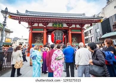 cc3e2fd2c7 TOKYO-OCT 18  Crowded people heading to the Sensoji Buddhist Temple on  October18