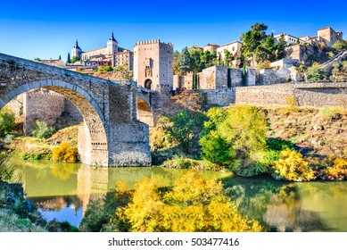 Toledo, Spain. Alcazar and Alcantara Bridge ( Puente de Alcantara), an arch bridge in Toledo, spanning the Tagus River.