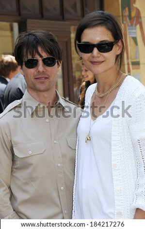 2a34cbcabc8f Tom Cruise Ray Ban Sunglasses Katie Holmes Stock Photo (Edit Now ...