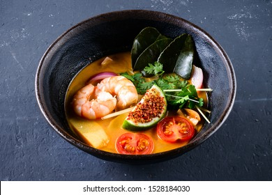 Tom Yum Goong or spicy tom yum soup with shrimp. Thai popular food menu, contained in an ancient bowl. classic tom yum goong soup