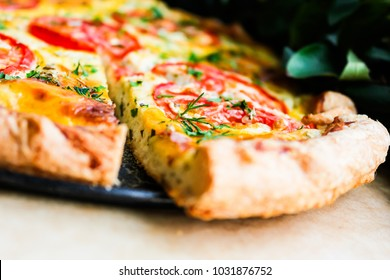 Tomato and cheese pizza pie