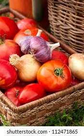 Tomato, garlic and onion in a basket
