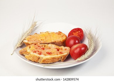 Tomato rubbed over two slices of bread/ Tomato rubbed over two slices of bread