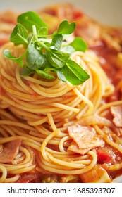 Tomato sauce spaghetti with bacon