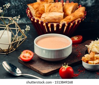 Tomato soup with cream cheese and breadcrumbs