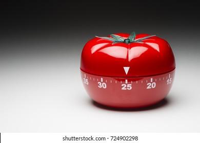 Tomato-shaped kitchen timer set at 25 minutes