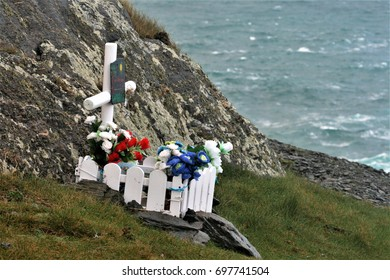 Tomb simulated in memory of the death of a small child on the Galician coast.