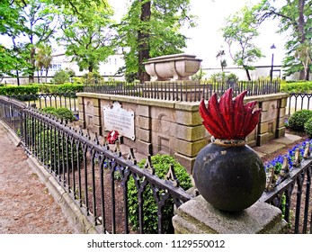 Tomb of Sir John Moore, British general who died in the battle of Elviña on January 16, 1809, wounded by a cannonball. It is buried in the Garden of San Carlos. Coruña, Galicia, Spain 05/08/2018