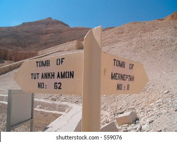 Tomb of Tutankhamon and Merneptah signpost in king valley