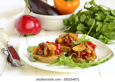 Tombet - roast potatoes with vegetable sauce