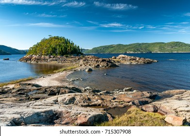 A tombolo was formed on the Saguenay Fjord, in Petit-Saguenay area