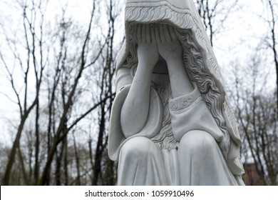 tombstone monument crying angel