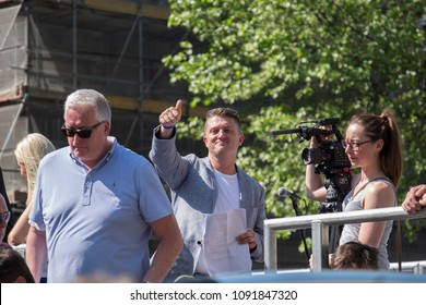 Tommy Robinson gives a smile and thumbs up to protesters and journalists at the Day for Freedom event in Whitehall, London.  06/05/18