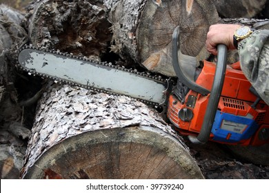 The tool a mechanical saw � the good help in a hard work
