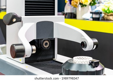 tool presetting and measuring machine for inspection dimension shape appearance runout etc of cutting tool such as drill bit milling cutter before use with cnc machining center