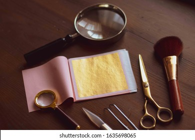 Tools for gilding on the table