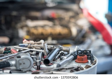 Tools that are used for repairing a large number of spare vehicles, car repair centers, Many car repair tools