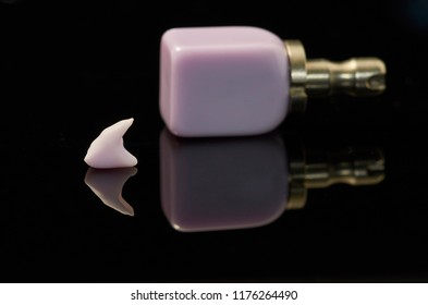 Tooth and block of lithium Disilicate glass-ceramic  for the CAD CAM technology.