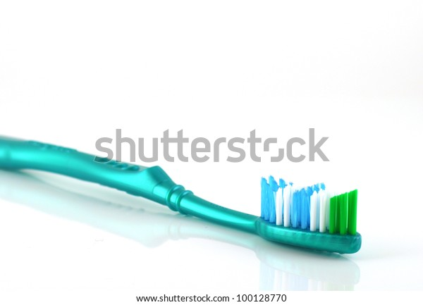 toothbrush-over-white-shallow-dof-600w-1