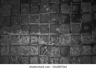 Top down picture of a pavement consiting of grey cobblestone