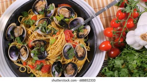 Top down view of delicious Italian spaghetti alle vongole (clams)