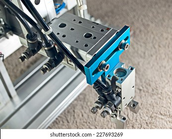 Top view aluminum pneumatic  robot hand grip.
