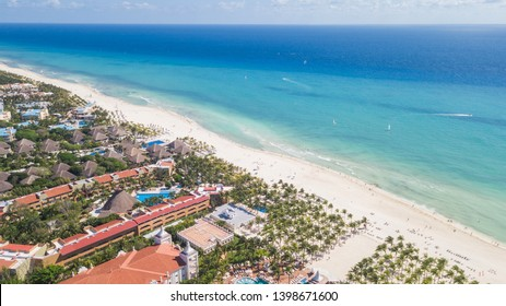 Top view of beautiful beach. Luxury tropical resort with white sand and turquoise sea water. Aerial view