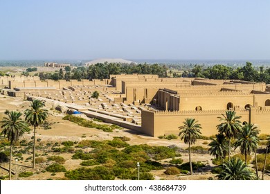 Top view of the city of Babylon, where the great gates and the maze that was used in wars to distract the enemy