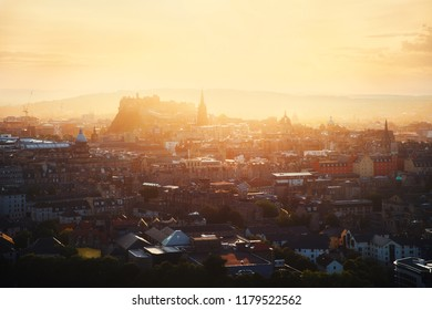 Top view of Edinburgh Castle and city in sunlight, Edinburgh, Scontald, United Kingdom