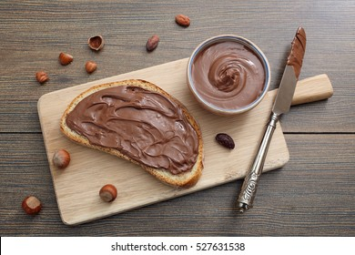 top view melted chocolate hazelnut on bread slice