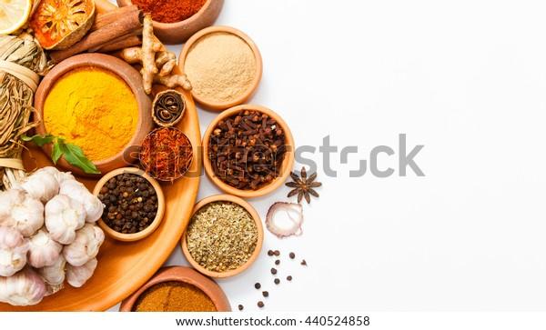 Ovanifran Blanda Indiska Kryddor Och Orter Stockfoto Redigera Nu 440524858