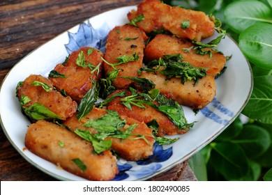 Plaque de vue de dessus de cuisine végétalienne avec sauce prête à manger pour le déjeuner, viande végétarienne à base de résidu de soja, farine de blé et épices, protéine de veg qui délicieux, nutrition, saine alimentation pour le menu diététique