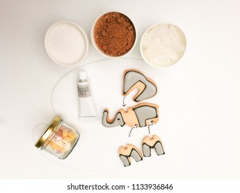 the Top view of a serving plate cute 3D puzzle elephant cookies with Chocolate-hazelnut paste, Marshmallow and topping suger rock,brown suger,white suger,