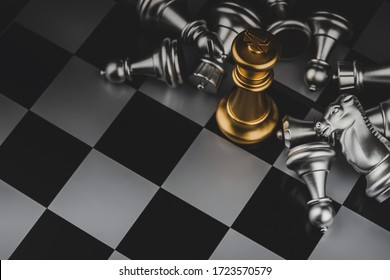top view shot of golden king surrounded with silver chess pieces on chess board game competition with dark background, chess battle, victory, success, team leader, teamwork, business strategy concept