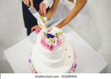 Hochzeitskuchen mit Blumen