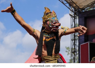 Topeng Dance performing
