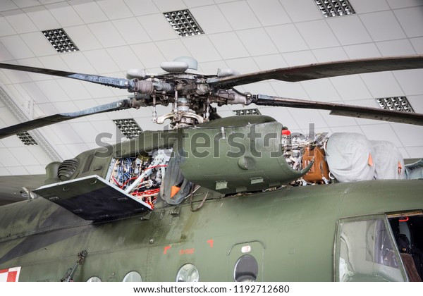 Top-mounted turboshaft engines and main rotor mounting