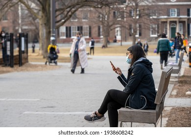 TORONTO, ONTARIO, CANADA - MARCH 18, 2021: PEOPLE WEAR FACE MASKS IN PUBLIC PLACES DOWNTOWN DURING COVID-19 PANDEMIC.